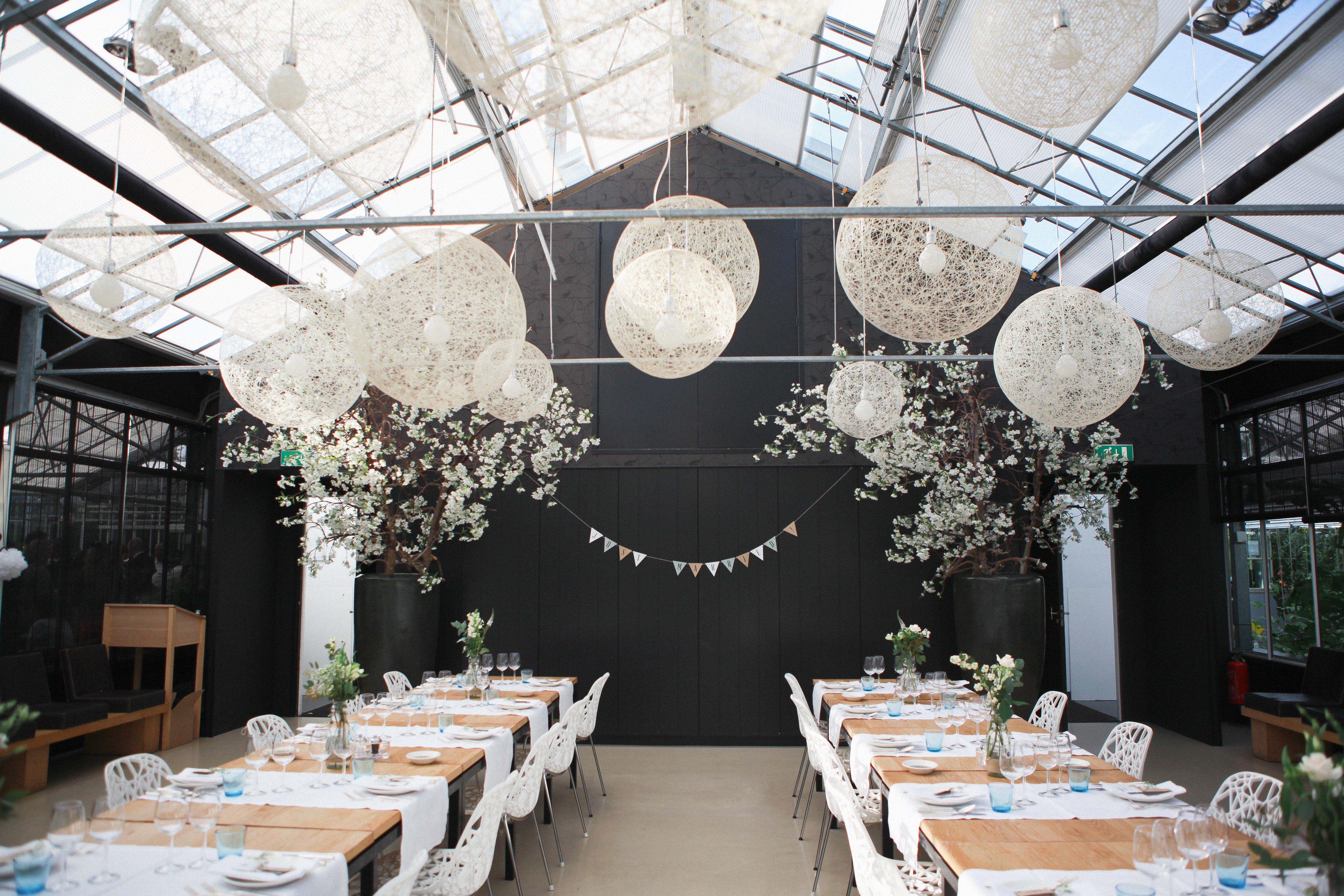 Engaged Trouwen In Een Groene Omgeving Bij Restaurant De