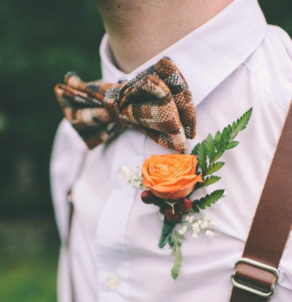 Geruite bow tie groom // Tiffany Medrano Photography // Engaged.nl