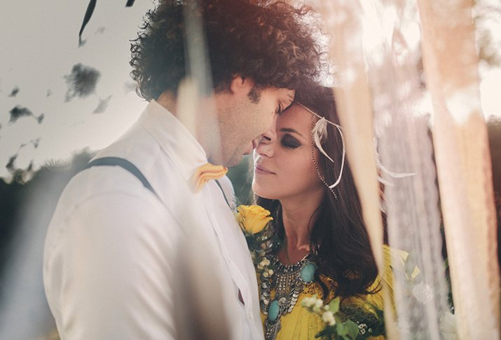 Styled shoot in 70's style vol hippie chic details // Leentje Loves Light - Engaged.nl