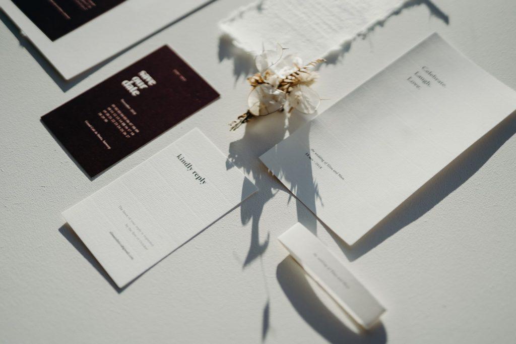De save the date en trouwuitnodiging: wanneer verstuur je ze het best?