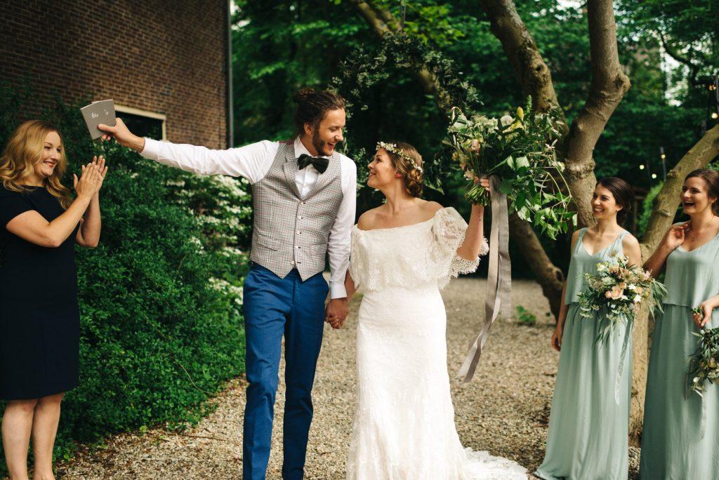 Wat doet een ceremoniespreker precies op een bruiloft?