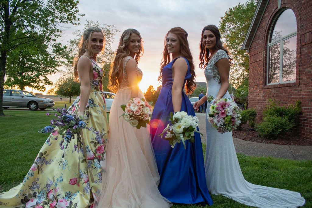 Maid of honor vs bridesmaids: wie kies je en wat zijn hun taken?